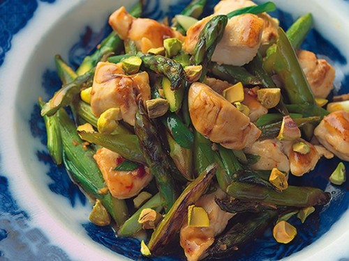 Wok-Seared Chicken Tenders with Asparagus & Pistachios Get the recipe!