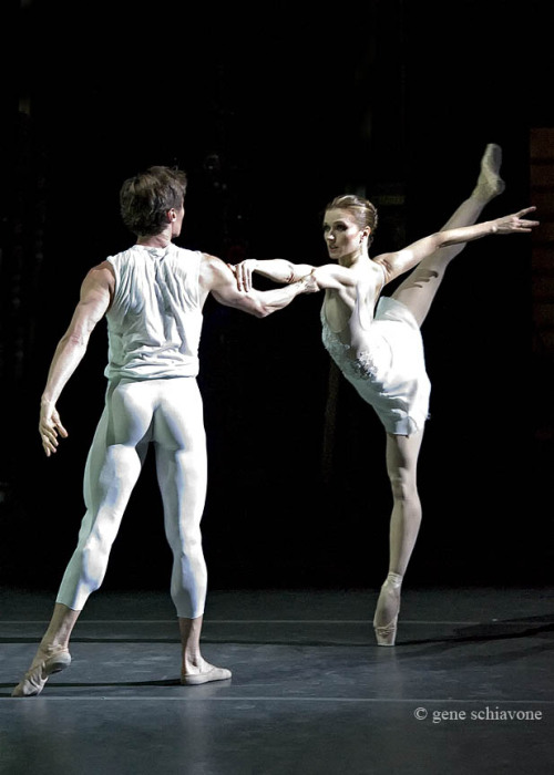 Maxim Beloserkovsky and Irina Dvorovenko in Jessica Lang's Splendid Isolation III. Photo (c) Gene Schiavone.