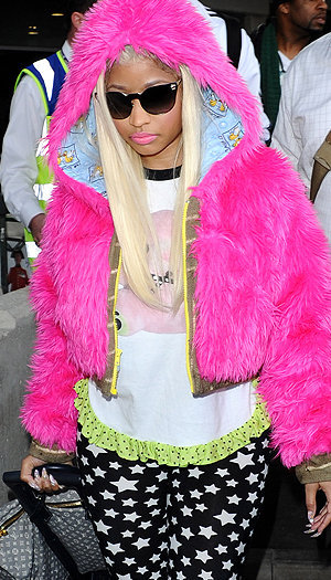 "soda-float:  spank-news:  Wow Nicki Minaj wears Spank! t-shirt today!ニッキーが私服でSpank!のT-shirt着てくれてる~o(●´ω`●)o  omg  Every time someone asks me why I dress so weird I'm just gonna answer with, ""Nicki Minaj can do it so so can I"""