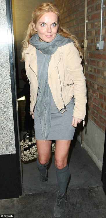 Celebrity Scarf Watch: Geri Halliwell wearing a grey fringed scarf in London. Second outing for this scarf, so it must be a favourite.