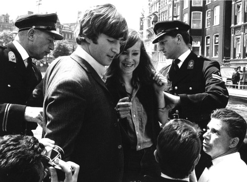 thegilly:  John and a lucky fan along the canals of Amsterdam, 6 June 1964.