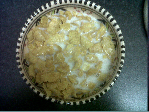 Breakfast (part 1)   Cornflakes with almond milk - 149 cals