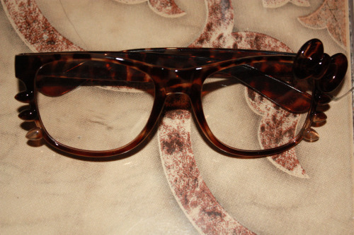 Lovely Hello Kitty Wayfarer glasses I bought in Divisoria for Php 50! (approx. $1). I wasn't into this who Hello Kitty hipster glasses fad but leopard print? Total must buy! I plan to turn this into real sunglasses with my prescription cos it's kinda stupid for me to use false glasses when I use real glasses—- huh? :)) Did you understand what I just said?