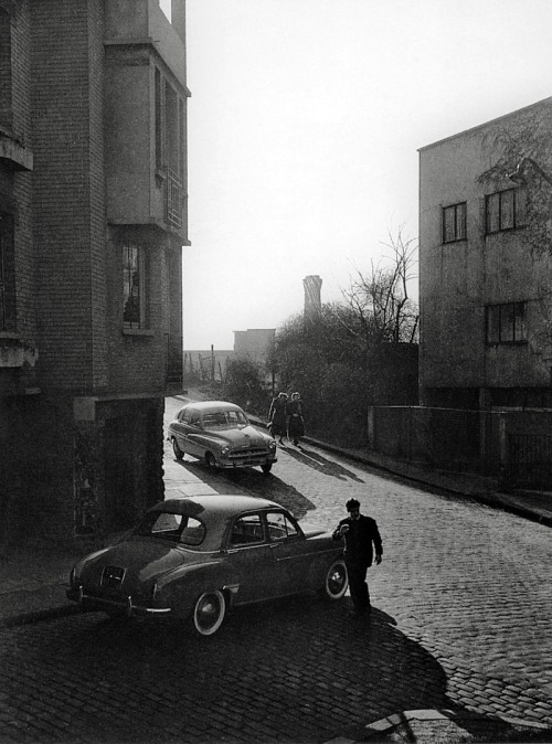rue philippe-hecht, paris, 1954 photo by willy ronis