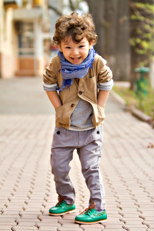 Such a fashionable toddler!