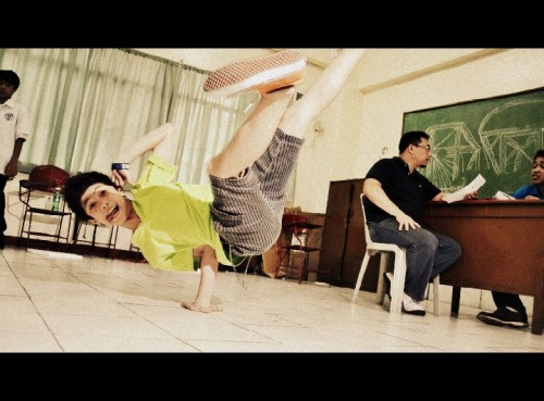 "ranzismyname:  air chair baby:)  LALAKING MAGALING SUMAYAW #TURNON :"""""""""">"