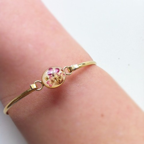 Old gold bracelet with flowers from grandma #bracelet #gold #fashion #flowers #style #ig #like #follow  (Taken with instagram)