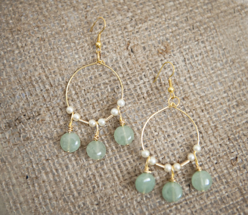 kraftykristin:  Here's a nice tutorial on making a cute pair of earrings! Enjoy! (via Make These Lovely Light Jade Green & Gold Chandelier Earrings | Fab You Bliss)  This detailed tutorial teaches you how to make a hanging bead using a head pin (including wrapping wrapping). This will come in handy if you didn't quite get the brief instructions on the fresh water hoop pearl earrings I posted here.