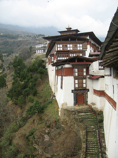 visitheworld:  Looking north along the outer edge of Trongsa dzong, Bhutan (by Mary Loosemore).