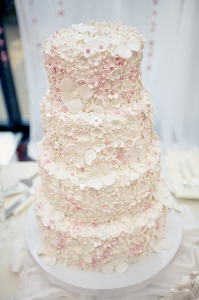 source: Style Me Pretty ~ gorgeous wedding cake