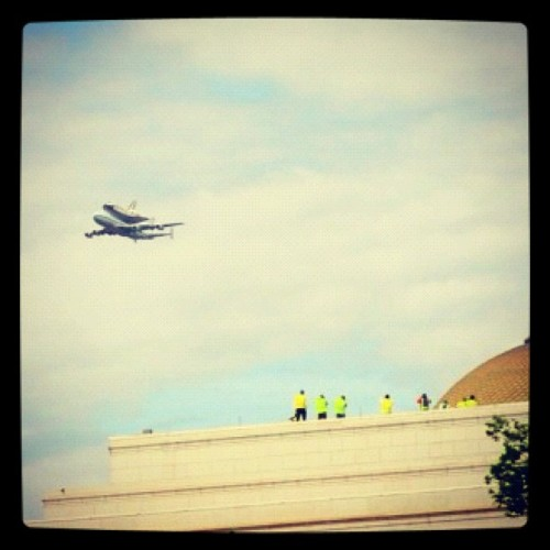 Space shuttle Discovery flies over the Mall #spottheshuttle  (Taken with Instagram at The National Mall)
