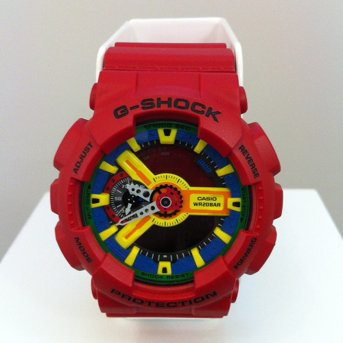 We know Casio is not just all about G-SHOCK but we can't help being attracted to the colour combinations we are seeing. On another note… when did watches become so GIANT? Live from London at Casio store opening in Covent Garden.