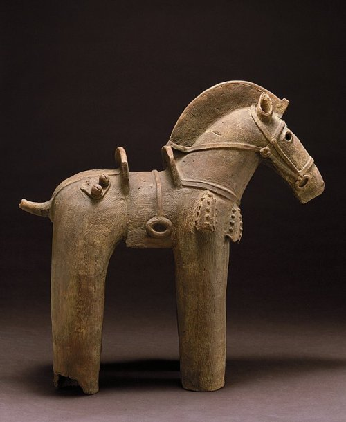 centuriespast:  HorseARTIST:Artist Unknown, Japanese.DATE:Kofun period Among the most distinctive and compelling works to survive from prehistoric Japan are the hollow clay figures of animals and humans called haniwa, literally clay cylinders.   The Minneapolis Institute of Arts