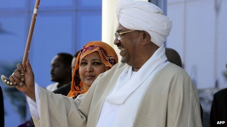 "Sudan president seeks to 'liberate' South Sudan Sudan President Omar al-Bashir has said his main goal is now to ""liberate"" the people of South Sudan from its rulers following recent border clashes. The former rebel Sudan People's Liberation Movement has ruled South Sudan since it seceded from Sudan in July 2011. President Bashir was addressing a rally at his party's headquarters. Fighting between the two countries has now spread to another area, further adding to fears of all-out war. South Sudan seized the Heglig oil field - generally recognised as Sudanese territory - eight days ago. On Tuesday fighting broke out north of Aweil in South Sudan, about 100 miles (160km) west of Heglig. The South Sudanese military said 22 soldiers had been killed, with casualties on both sides. Pictured: President Bashir's government fought a civil war against the SPLM for two decades"