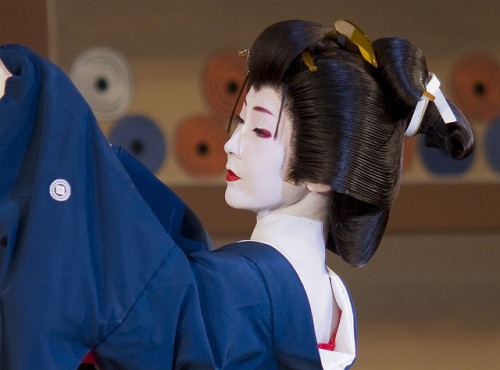 Geiko Tsuneyuu, performing at the Gion Odori
