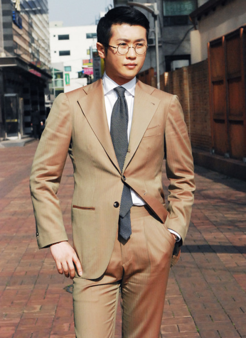 iqfashion:  Solaro suit.  Source: B&Tailor   Sure, it's pretty much a universal truth that the double four-in-hand is a superior knot than all others, and we are all well aware that, when in a pinch, one should prefer his skinny end remain longer than his fat end.  But there comes a point when you just have to suck it up and discard the double four-in-hand for another knot (or just tuck the skinny end into your pants for Christ's sake).  Usually one can determine that this point has been breached when the skinny end of his tie peeks out from under the fat end looking like a hermaphrodite's enlarged clitoris flopping around all limp and stupid.  The more you know…