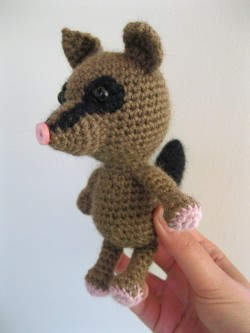 - amigurumi - this little possum amigurumi is for a friend who is expecting her first baby girl in june! she lives out in the bush and had a pet possum for a while… possum has since gone back into the bush to wreak havoc on our native wildlife. but my little tribute possum is no threat to our native flora + fauna at all, yay!