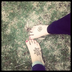 Making our bare feets pretty. One day without shoes. (Taken with instagram)