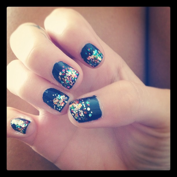Nailskis #essie #nails #nailpolish #glitter (Taken with instagram)