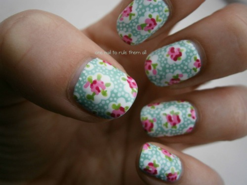 onenailtorulethemall:  Cath Kidston nails, based on this design