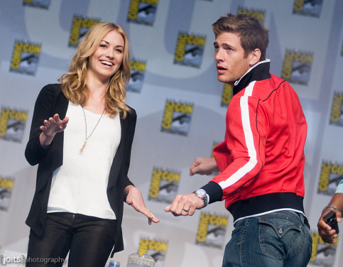 bartowskiwalker:  yvonne strahovski and ryan mcpartlin by Joits  You just have to love what Ryan is doing in this photo
