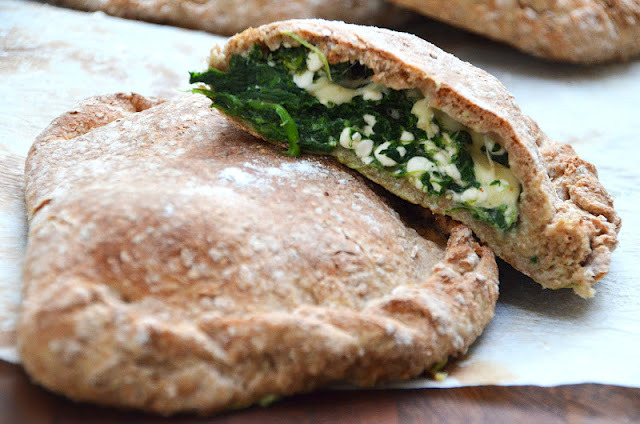 (via Twin Food: GROV CALZONE MED SPINAT OG HYTTEOST)