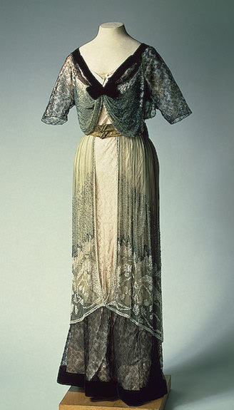 fripperiesandfobs:  Evening dress, 1910's From the State Hermitage Museum