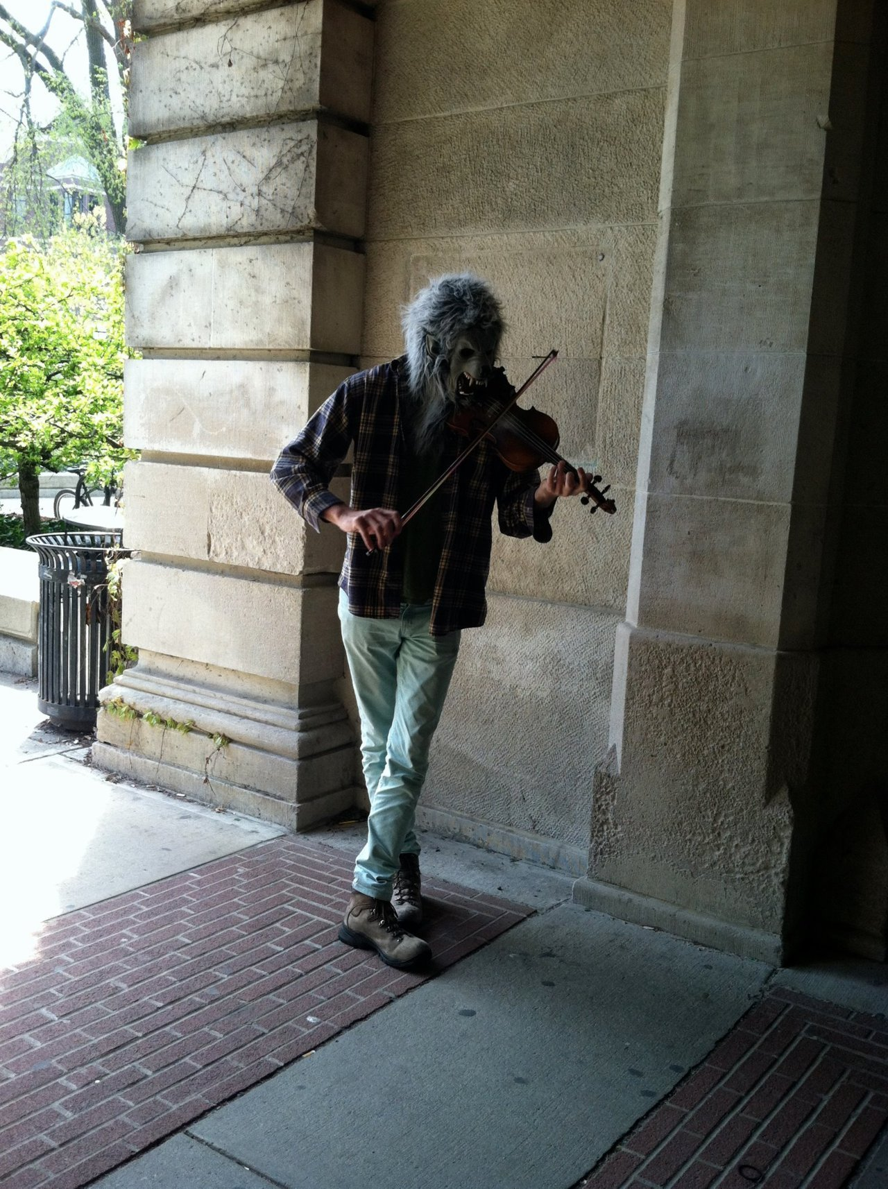wolfwithviolin:  Violin Monster doing his violin-thing in the Dennison Archway. Photo Cred: Anna Goldstein  I'VE SEEN THIS