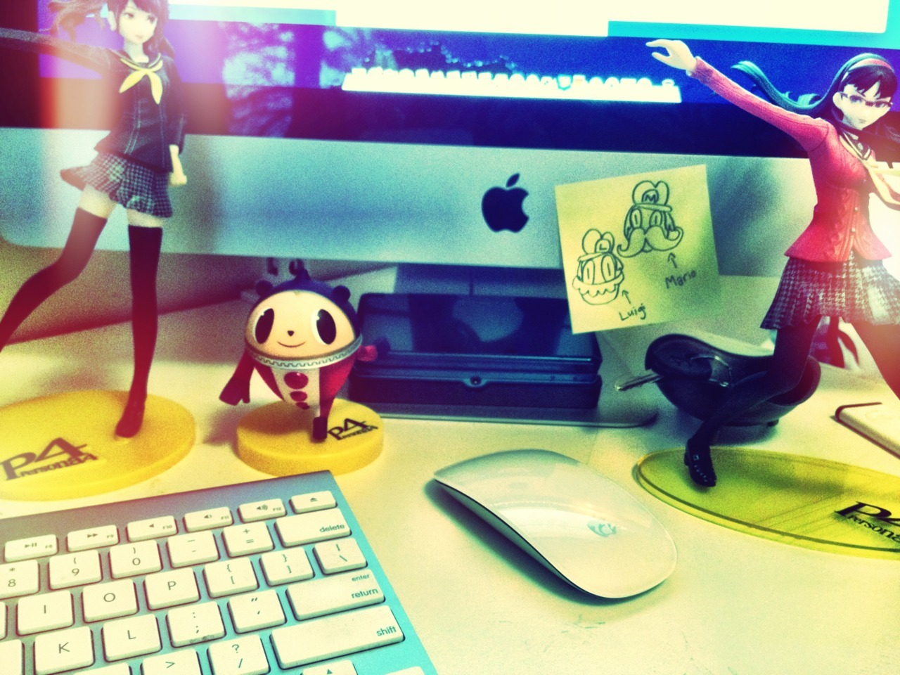 Current desktop. (Noseless Mario & Luigi doodles are by me.)