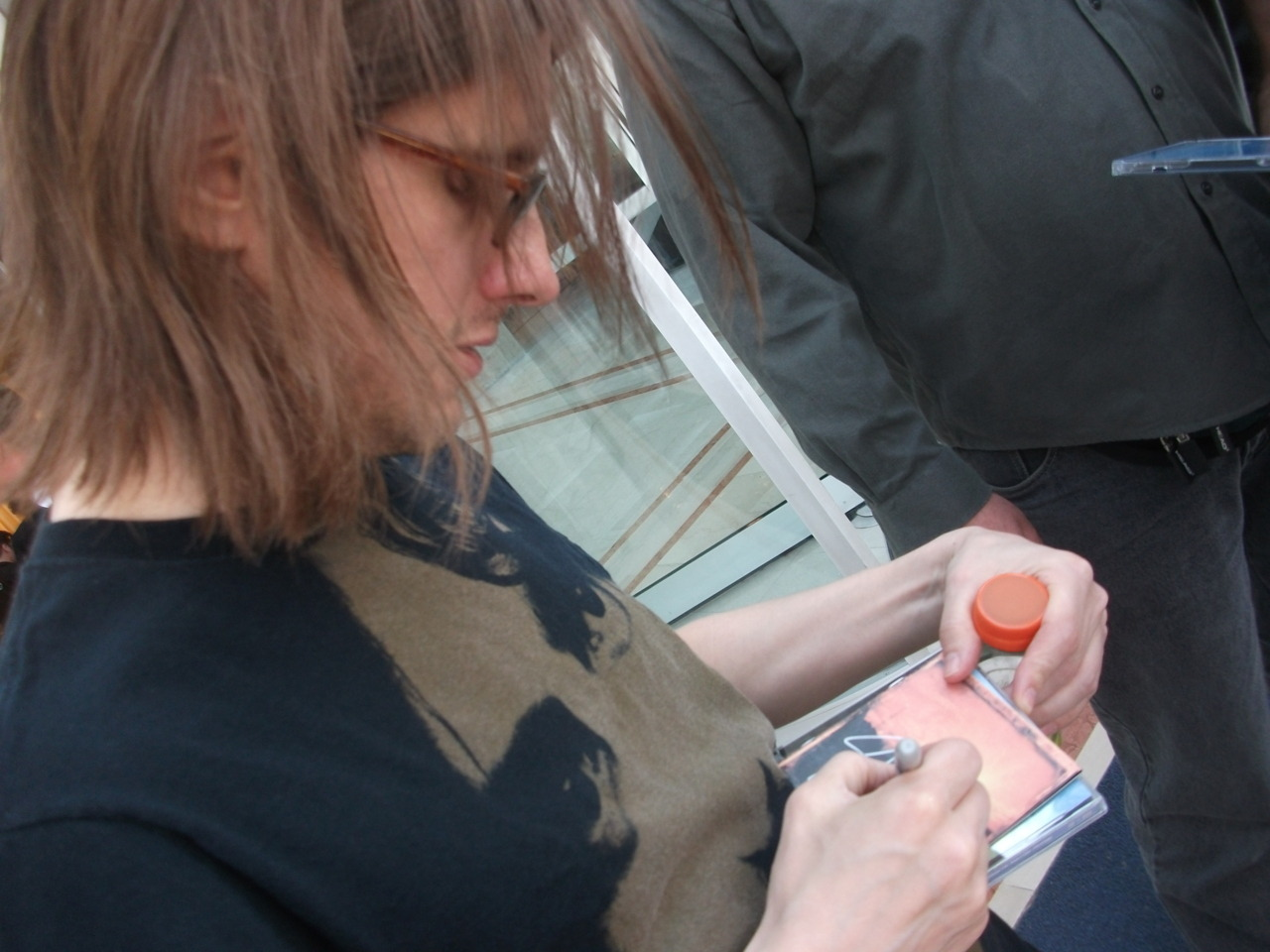 Steven signing my grace for drowning :D