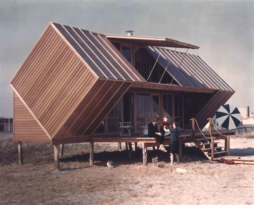 ckck:  Hunt House, Ocean Bay Park, New York, 1958. Designed by Andrew Geller.