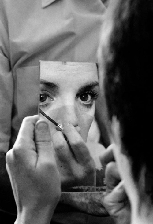 Liza Minnelli applying make-up during the filming of Tell Me That You Love Me, Junie Moon (1970, dir. Otto Preminger) (via) Photographer: Burt Glinn