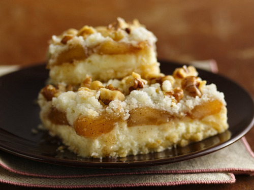 helloyouu:  Apple Streusel Cheesecake Bars Recipe (Gluten Free) by Betty Crocker Recipes on Flickr. they never get better than this.  I have to try this recipe. -the gluten free artist
