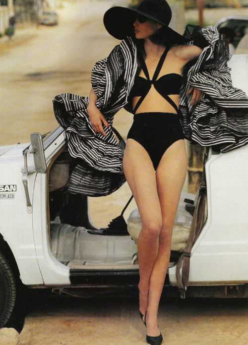 couturecourier:  This swimsuit! Vogue UK 1990 by Patrick Demarchelier (via Mode and the Like)