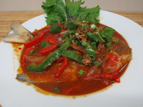 Bawal Goreng Berkuah Deep fried white pomfret served with spicy chili and scallion sauce