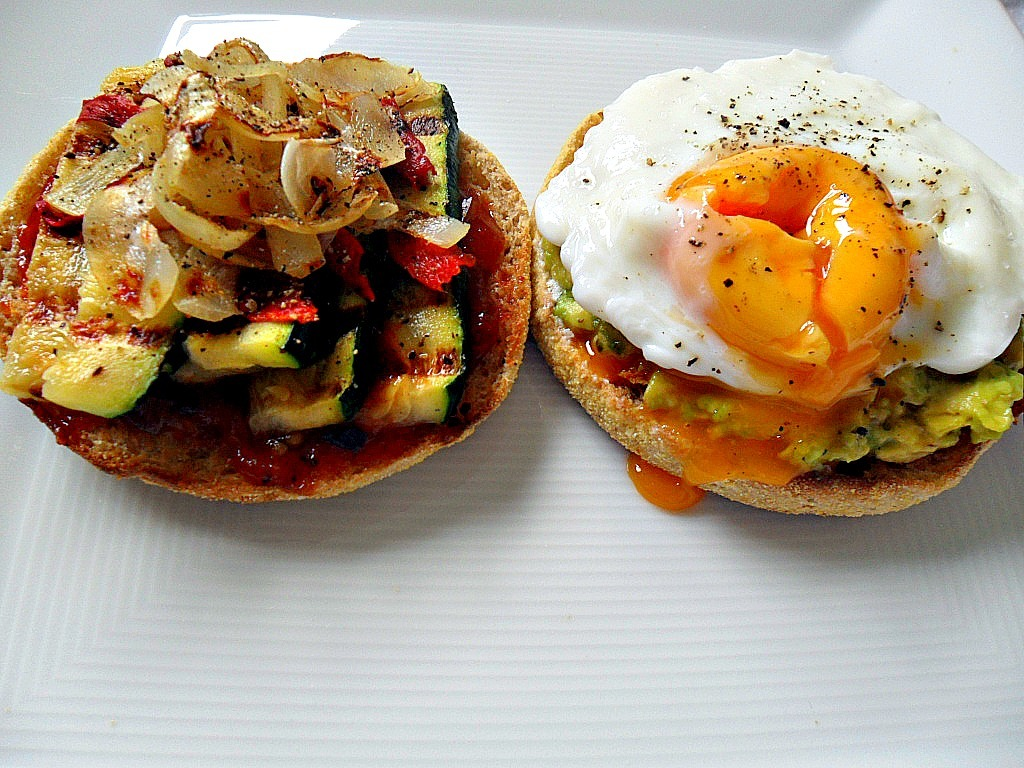chef-ru:  Half an english muffin with grilled zucchini, capsicum, onion and tomato chutney, and half with avocado and a poached egg :)
