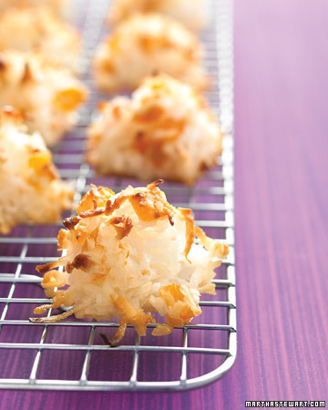 Coconut Apricot Macaroons. yes, please :) Make!!