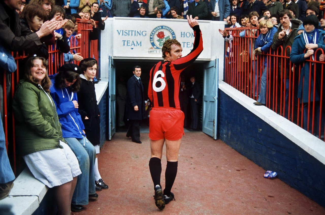 Bobby Moore in 1977, leaving the pitch after his final match in England.