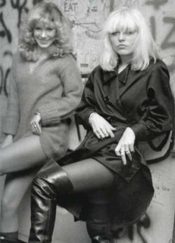 Sable Starr and Debbie Harry (1977).