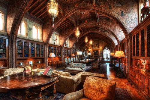 randomhouse:  Among the most beautiful libraries we have ever seen! muffin-corner:  William Randolph Hearst's private library   Now that's reading with style.