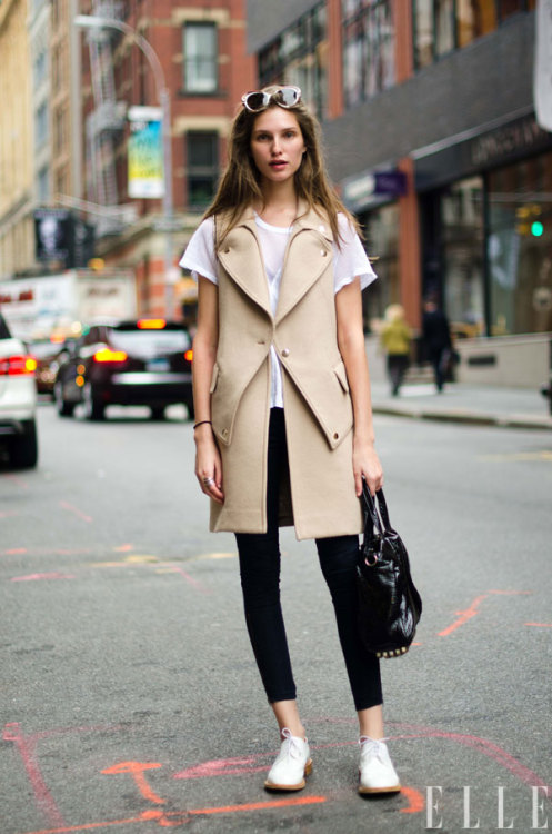 STREET STYLE Model, Kelsey Van Mook in NYC wearing Helmut Lang Jeans.  Photo: Adam Katz Sinding/Le 21ème Arrondissement