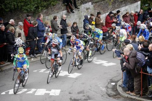La Flèche Wallonne Féminine 2012: Emma Pooley (AA Drink-Leontien.nl) Leads Into The First Climb Of The Mur De Huy, Photos | Cyclingnews.com More great Flèche photos on Cyclingnews
