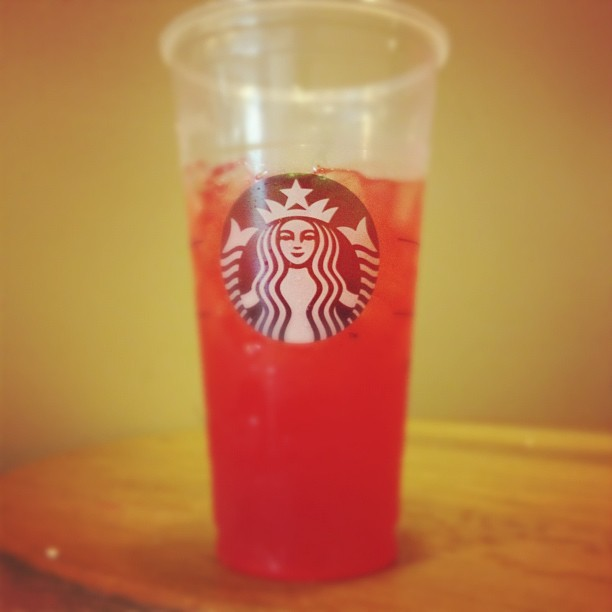 #starbucks #food #hashtagcity Green tea and lemonade with raspberry (Taken with Instagram at Starbucks)