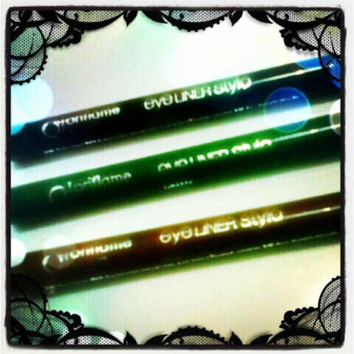 #favorit #favorites #favourite #eyeliner #oriflame #stylo #style #fashion #fashionable #fashionista #black #green #brown #eyes #wink #instagram #makeup #make #up #instaphoto #instaworld #android #pixlromatic #photoeditor #linecamera (Taken with instagram)