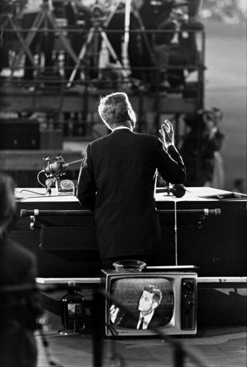 inothernews: Garry Winogrand took this iconic photograph of John F. Kennedy during his acceptance speech at the 1960 Democratic National Convention in Los Angeles. Until recently, it was the only Winogrand photograph from the convention that had previously been published. The New York Times brings us a selection of newly-released photos by Winogrand from that historic event and is asking its readers to help identify the people in them.