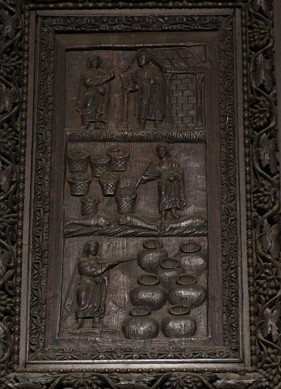 A panel from the doors of Santa Sabina, 4th or 5th AD Jesus with a wand!!!! Three miracles of Christ: raising Lazarus from the dead (John 11:1-44); multiplying loaves and fishes to feed five thousand (Luke 9:10-17); turning water into wine (John 2:1-10). Detail of early-5th-century wood door in the narthex. A rare survival of Early Christian art, it includes 18 panels of narrative reliefs, most of them biblical scenes.