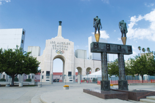 26. Los Angeles Memorial Coliseum Los Angeles, California, USA Built: 1923 - Capacity: 93,607 Home of the USC Trojans. Former home of the Los Angeles Rams, Raiders and Dodgers. Host of the 1932 and 1984 Summer Olympics, as well as the first Super Bowl (then called the NFL-AFL Championship Game.) It is one of only eight sports stadia to enter the U.S. National Historic Register*. Photo by Flickr user MetroLA. *: The list in the link includes some golf courses, historic districts and casinos that were not counted as sports stadia.