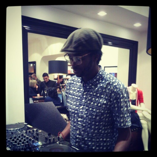Mr Baloji bekend the turntables #tommyhilfiger (Taken with instagram)