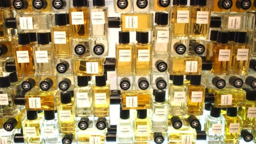 evachen212:  a feast for the senses: @chanel Les Exclusifs fragrances in their showroom