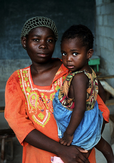 olawale:  Haitian Woman and Child by +{studio mathewes photography}+ on Flickr.